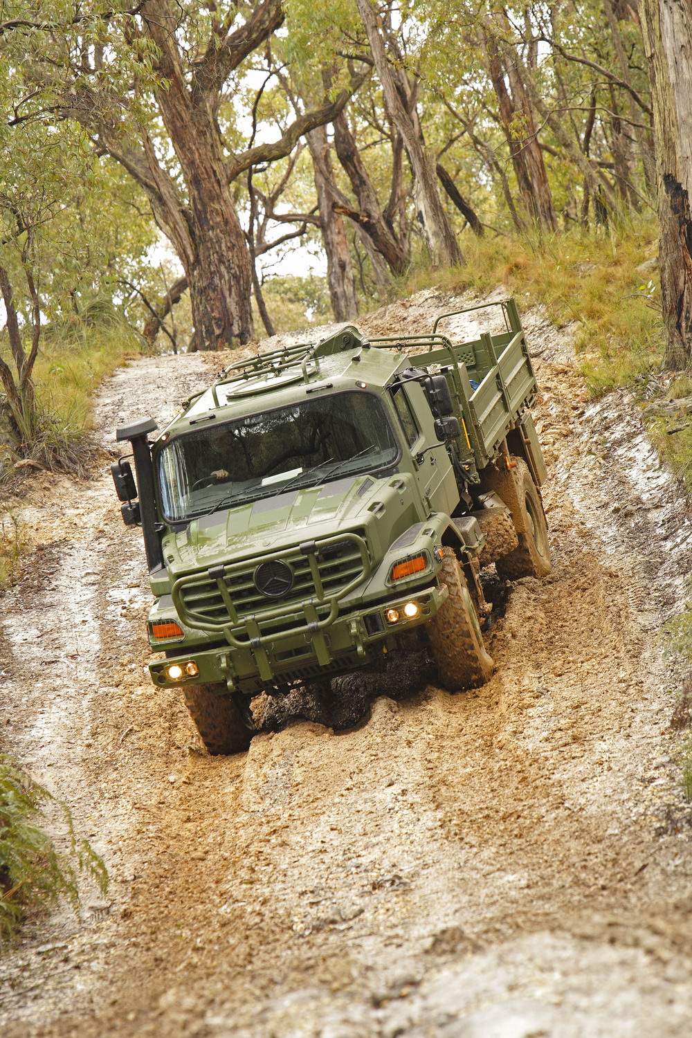 Mercedes-Benz's Actros vehicle in action. Under the Medium Support Vehicle System project the Canadian Army will acquire a new fleet of medium-weight trucks to replace its current fleet of logistics trucks, which have been in use since the 1980s. (Mercedes-Benz)