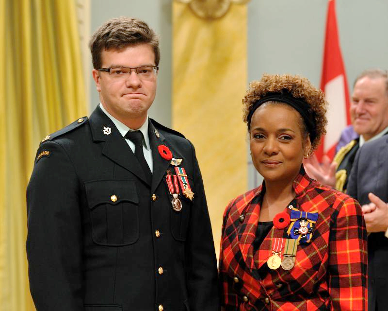 Captain Simon Mailloux received the Sacrifice Medal from then-Governor General Michaëlle Jean at Rideau Hall on November 9, 2009, shortly before redeploying to Afghanistan. Following his injury, Mailloux was posted as an aide-de-camp to Her Excellency. (Sgt Serge Gouin, Rideau Hall)