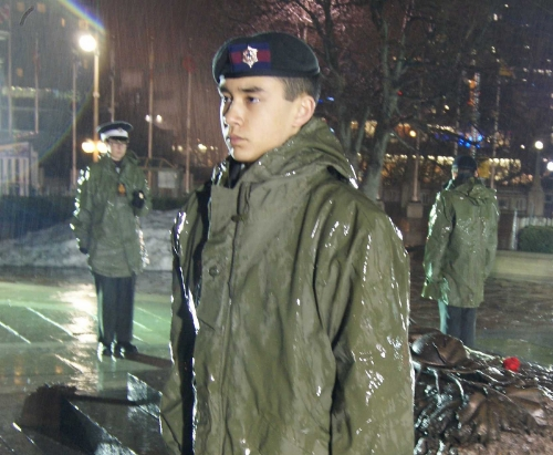 Cadets from the 2784 Governor General Foot Guards Cadet Corps brave the rain while standing vigil at the Tomb of the Unknown Soldier in 2011. Similar to Easter Monay of 1917, the weather during the inaugural ceremony was cold and rainy (MICHEL ASBOTH).