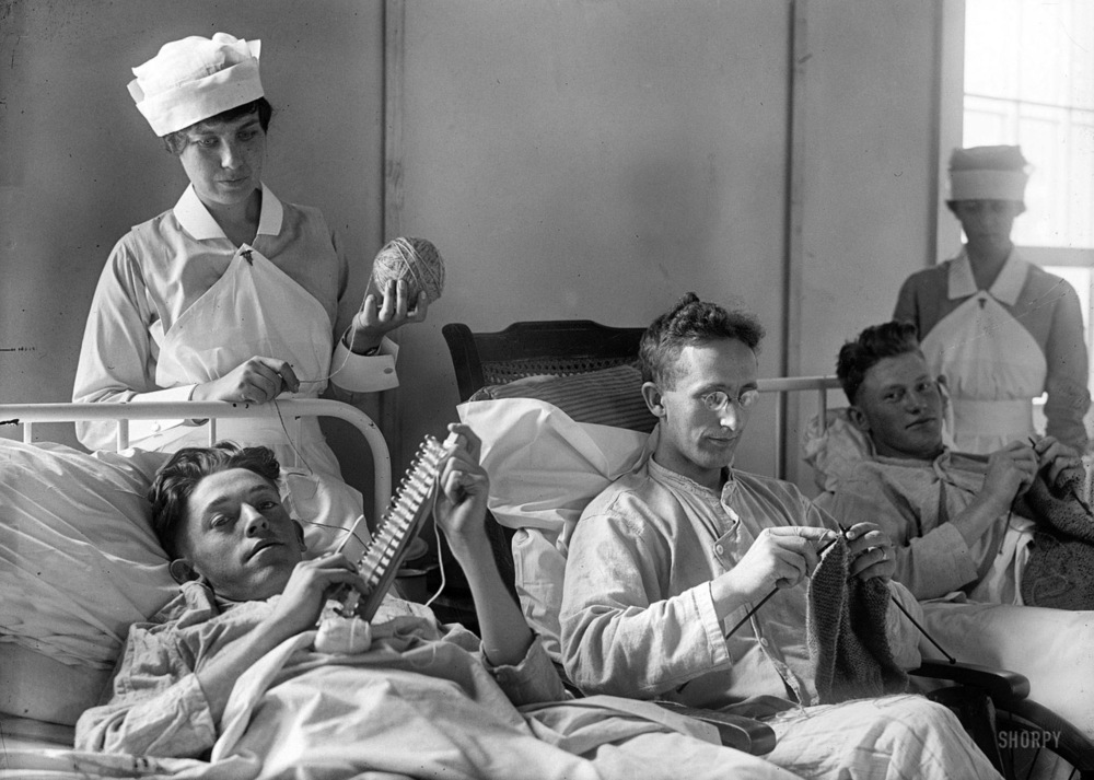 Nursing Sisters oversee soldiers learning to knit as part of their rehabilitation. There was a strong belief that vocational training of mentally or physically wounded soldiers would turn them into obedient and productive workers.