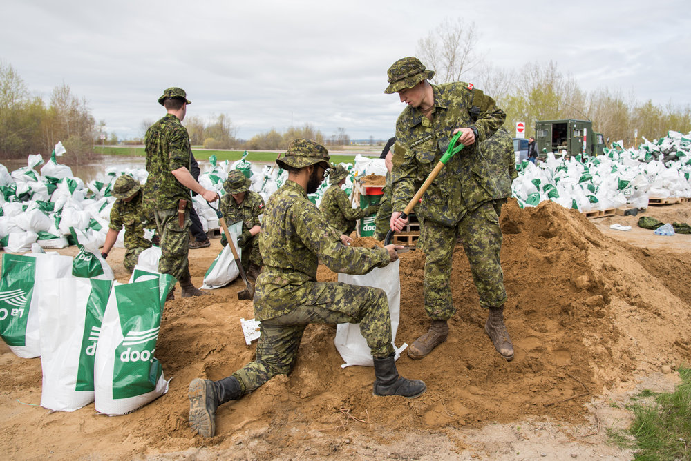Soldiers of the Canadian Army help to fill sandbags during Operation LENTUS, the CAF's response to forest fires, floods, and natural disasters in Canada. On May 12, 2017, the CAF's emergency response to support the Province of Quebec reached peak strength with approximately 2,600 personnel from the Army, RCAF and RCN. (cpl djalma vuong-de ramos)