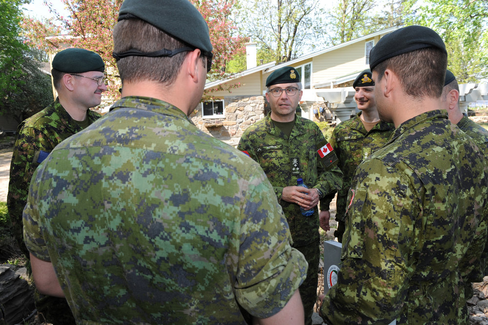 LGen Wynnyk answers questions from members of the Montreal Territorial Battalion Group deployed to Pierrefonds during Operation LENTUS, the CAF's response to the flooding in western Quebec and eastern Ontario in the spring of 2017. (mcpl julie turcotte, dnd)