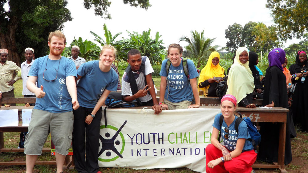 In the late 1990s, DFAIT and CIDA had youth internship programs that gave young adults a chance to learn and gain valuable field experience and skills in coping with challenging situations. This also helped them get jobs in their field upon completion of their internship. (yci.org)