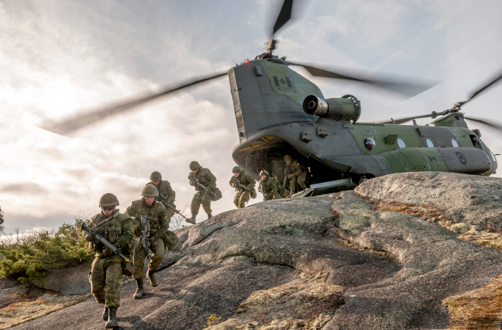 Canadian soldiers disembark a CH-147 Chinook helicopter during Exercise Common Ground II 2016 at 5th Canadian Division Support Base Gagetown, New Brunswick, on November 25, 2016. PHOTO: Captain Greg Juurlink, GN00-2016-1156-015