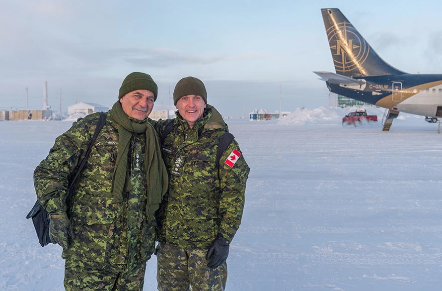 Major General Hetherington, accompanied by Honorary Colonel of the Canadian Army Paul Hindo and other key military and civilian personnel, visits Resolute Bay, Nunavut on February 23, 2018 to observe Arctic Operations Advisor training. Photo: Master Corporal Jennifer Kusche, Canadian Forces Combat Camera. ©2018 DND/MDN Canada.