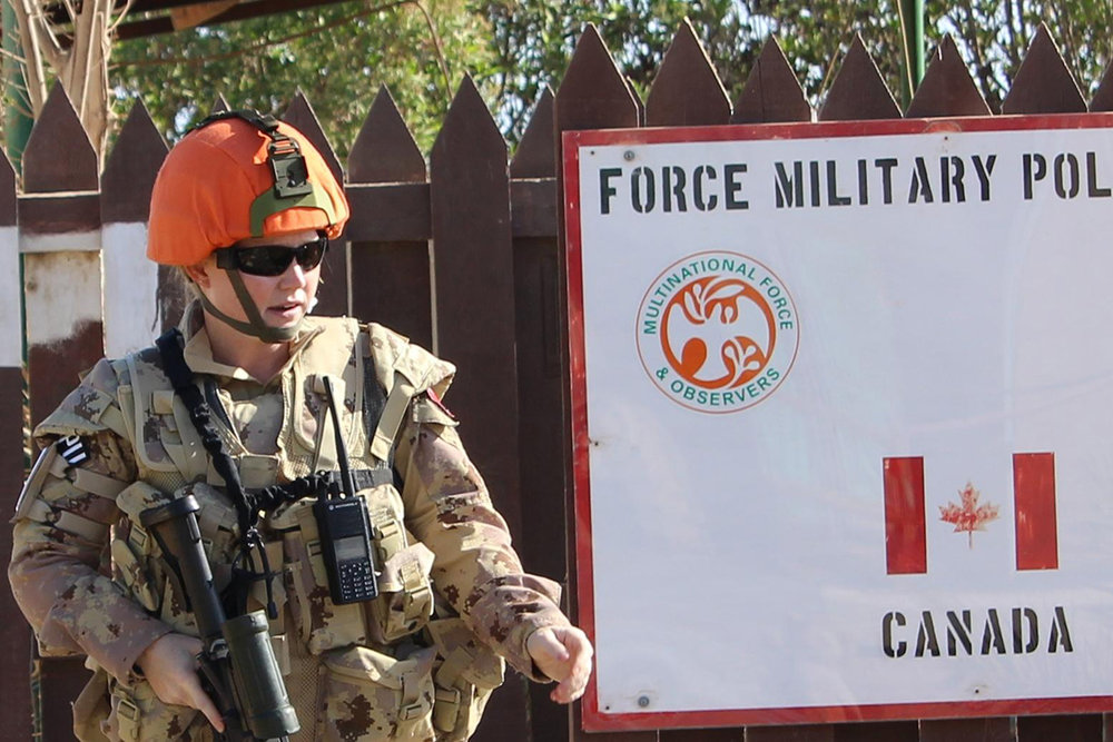Approximately 70 CAF personnel, including Military Police officers, participate in Operation CALUMET, Canada's participation in the MFO in the Sinai Peninsula. (dnd)