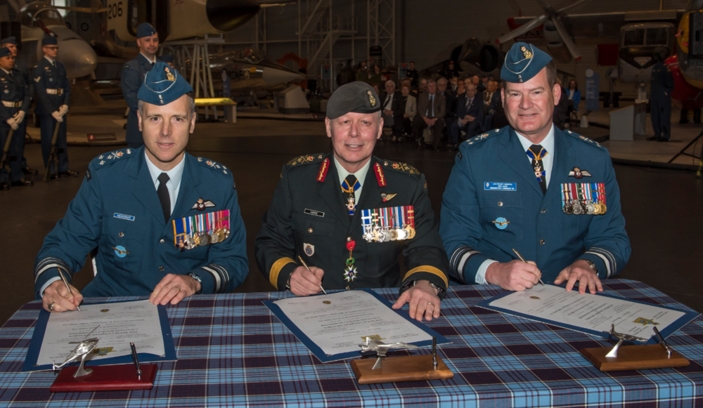 Command of the RCAF changed hands on May 4, 2018, in Ottawa. From left are incoming commander, Lieutenant-General Al Meinzinger, the chief of the defence staff, General Jonathan Vance, who presided over the ceremony, and the outgoing commander, Lieutenant-General Mike Hood. PHOTO: Corporal Alana Morin, FA03-2018-0040-002