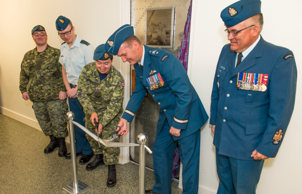 The ribbon-cutting for the opening of the Russell Bragg Collaboration Room at the Canadian Forces School of Aerospace Technology and Engineering took place on June 11, 2018. From left are Aviator Emery Clifford and Aviator Christopher Underwood, who initiated the creation of the collaboration room; Corporal Katherine Ballard, student council chair; Brigadier-General Dave Cochrane, 2 Canadian Air Division commander; and Chief Warrant Officer Pierre Jetté, 2 Canadian Air Division chief warrant officer. PHOTO: Master Corporal David Hardwick, BM04-2018-0203-08