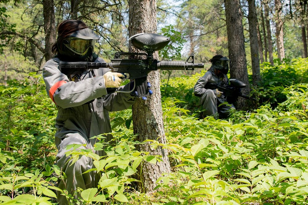 Junior Canadian Rangers fire paint balls during Camp Loon 2017 at Springwater Lake, Ontario on July 18, 2017. Photo: Master Corporal Precious Carandang, 4th Canadian Division Public Affairs. ©2018 DND/MDN Canada.