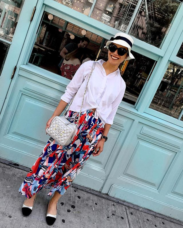 Playing spy from Havana with Coco in the Lower East Side after a wonderful brunch in Beauty n Essex. #coco #chanel #havana #cruise #vanitybag #summer