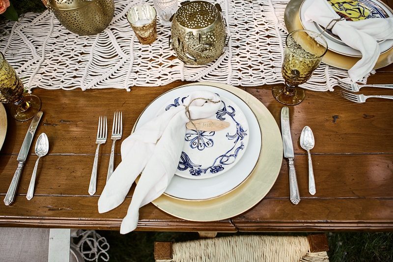 bohemian table setting, studio fleurette, blue and white plate, mn florist.jpg