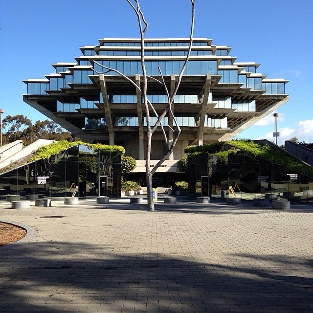 The Geisel Library at the University of California, San Diego. ( Photo by Bill Lasche r)