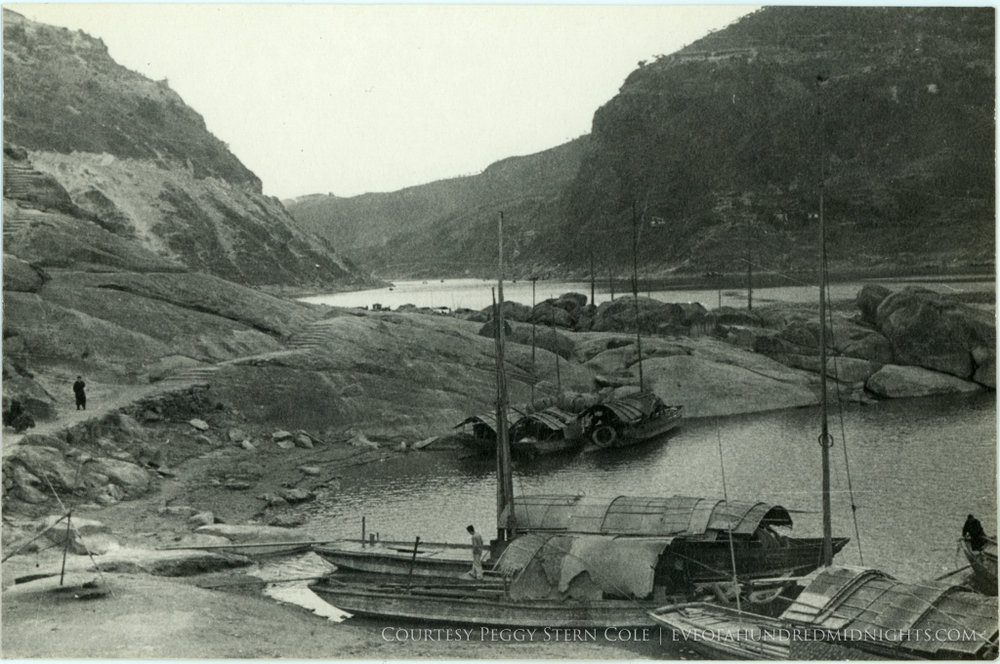 Boats and path in Yangtze gorge.jpg
