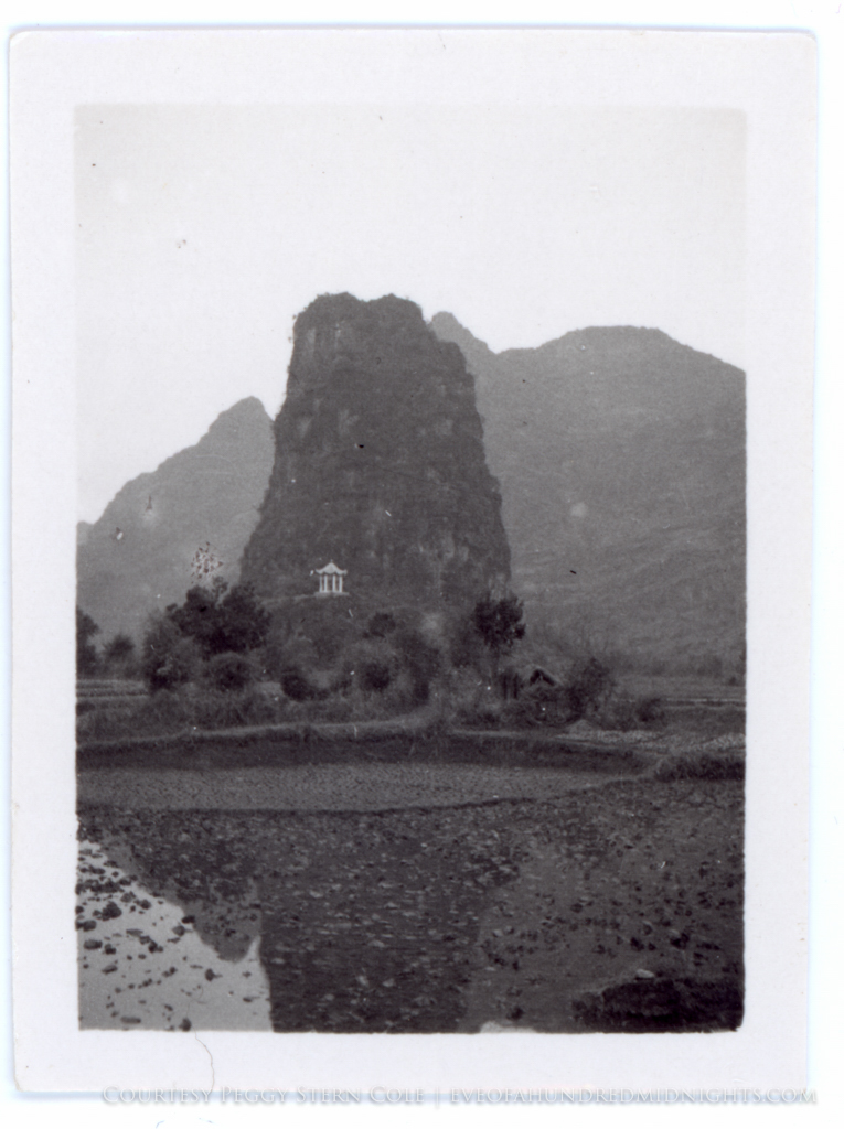 Temple in Hill in Guangxi.jpg