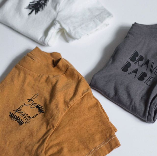 Simple tees. Easy outfits. Happy mamas. 👌🏻 . . . . . #mustard #fallcolors #bekind #handmade #easyoutfit #babytoddler #happydays #thesearethedays #makermama #pinetreeprint #tomatzdesignfall18