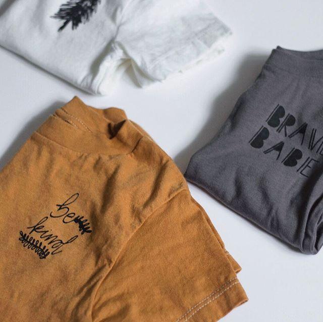 Simple tees. Easy outfits. Happy mamas. 👌🏻 . . . . . #mustard #fallcolors #bekind #handmade #easyoutfit #babytoddler #happydays #thesearethedays #makermama #pinetreeprint #tomatzdesignfall18