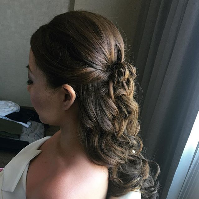 👏🏼#hair #vegas #wedding #vegaswedding #vegasweddings #photoshoot #weddinghairstyles #vegashairstylist #vegasmakeupartist #vegasweddinghairstylist #formalhair #vegasblowdry #vegasblowouts