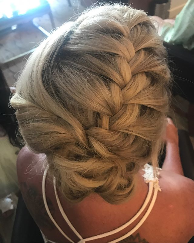Don't stress on vacation. Let us handle your beauty needs. You can relax while we handle your hair and make up. Check out our styles on our website! # USE CODE INSTAGRAM17 FOR 10% OFF!!! vegas #lasvegas #hairstyles #bacheloretteparty #bachelorette #vegasnightlife #lasvegas #makeup #makeupartist