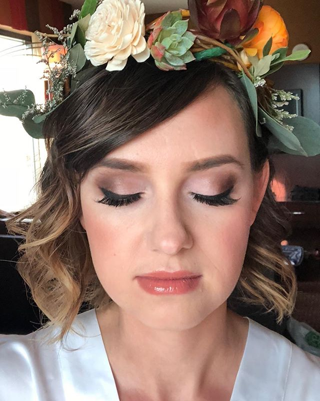 👰🏼🍂Because Autumn weddings are our favorite 💛🧡 #fallfavorites #weddinghair #weddingmakeup #vegaswedding #vegasmua #vegashairstylist #flowercrown #fallweddingideas #mua #vegas