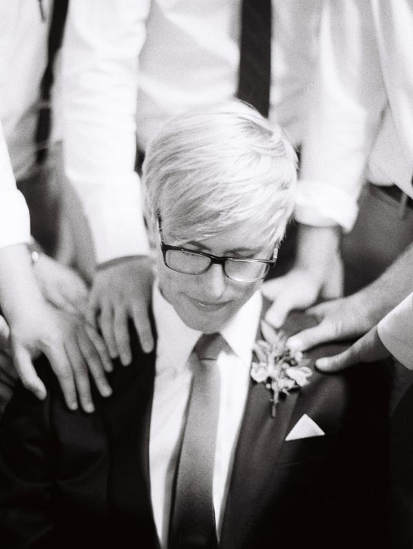 bryce-covey-photography-bw-ilford-3200-wedding-newyork-losangeles-groom-bride-kiss-wedding-film-contax-website