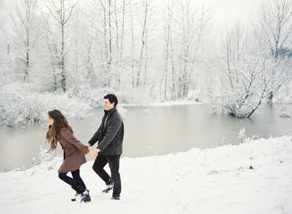 snowy-riverbank-engagement-photos-1.jpg