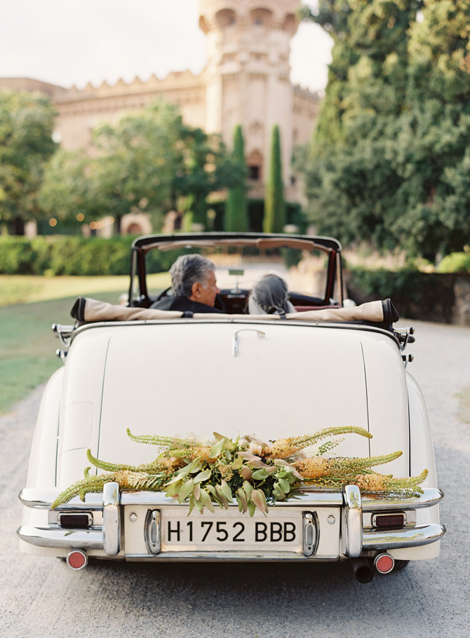 elegant-wedding-car-garland.jpg
