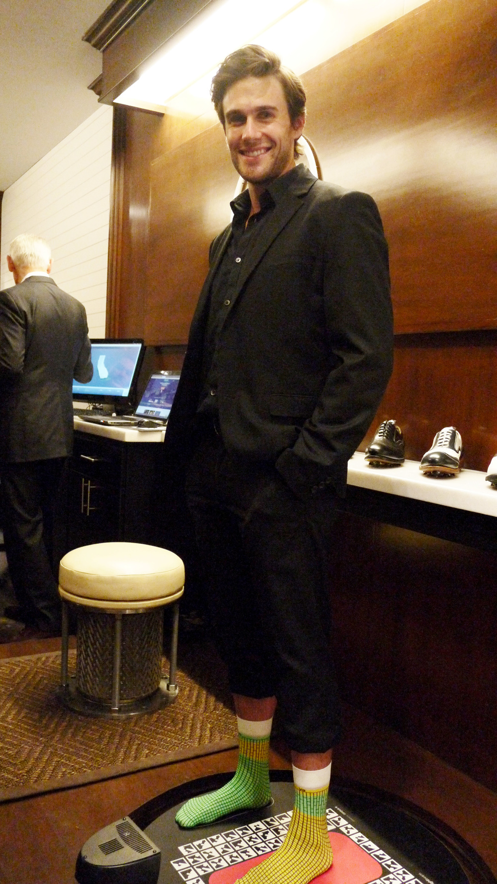 Say hello to Tom! He was demoing the 3D foot scan (which is complimentary for all first-time visitors ).