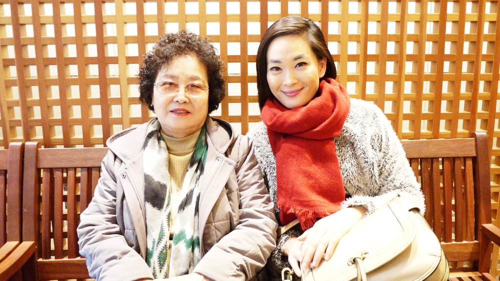[Grandma & Sister at Shinsegae Mall]