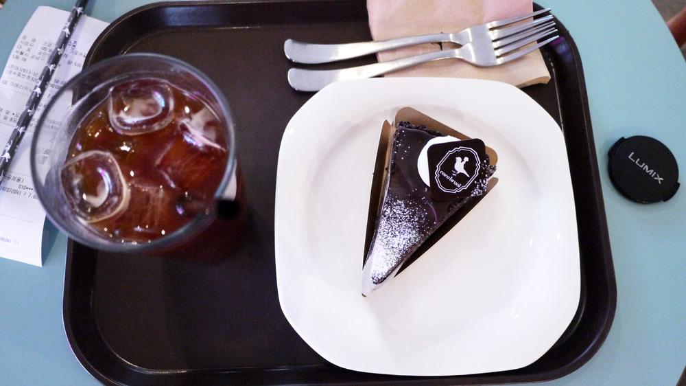 [Iced Americano & Chocolate Cake,  Coco Bruni , Garosugil]