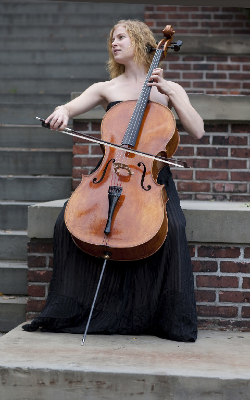 Laura Usiskin, cellist (photo credit: Carol Stein)