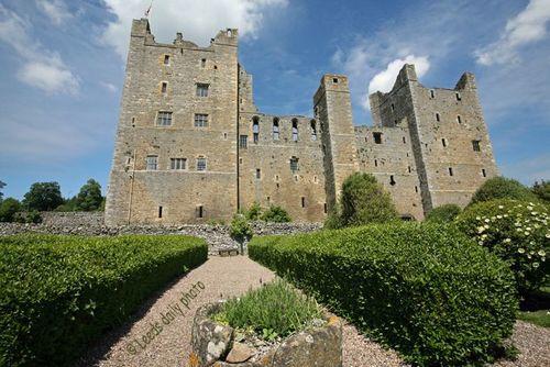 Bolton Castle Yorkshire.jpg