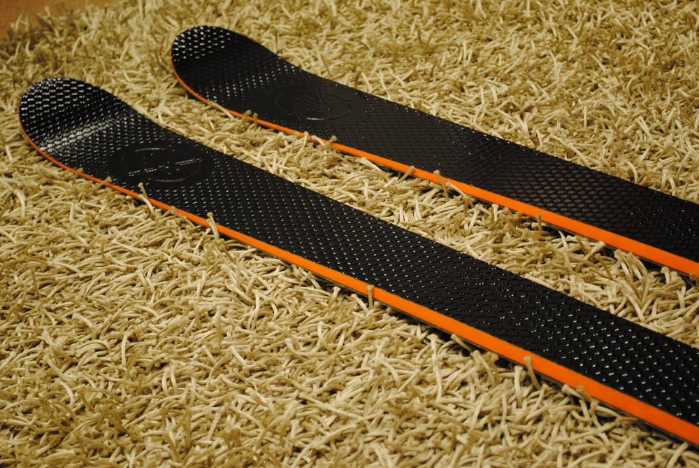 """AdvenTourer The specification called for development of a genuine touring ski with a width of 77 mm and a weight of under 1.1 kg. We have succeeded in constructing a super-light ski that plays out all its strengths during ascent: namely agility, lightness and comfort. Despite its light weight, the Super Light Tour has a good grip, """"manoeuvres"""" extremely well, and feeling of extreme agilityis incredibly agile. The energy it saves during prolonged tours is massive. Length 152 / 160 / 165 / 170 / 175cm Tip / Waist / Tail 118 / 77 / 106.5mm"""