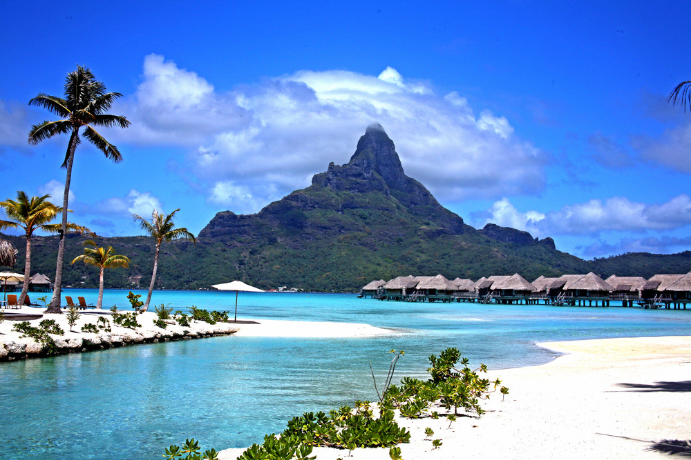 Bora Bora Beach in Tahiti.jpg