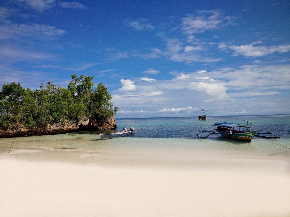 lia-beach-togean-view_02.jpg