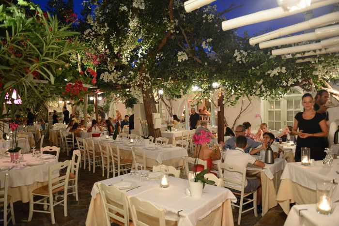 Avra-restaurant-Mykonos-Facebook-page-photo-02.jpg