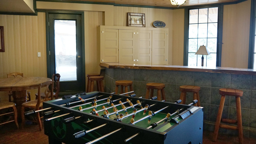 bolton landing rental game room bar.jpg