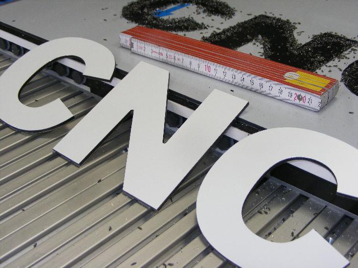 CNC-Fraese-Dibond-4.jpg