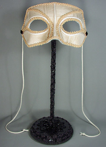 stand to display mask