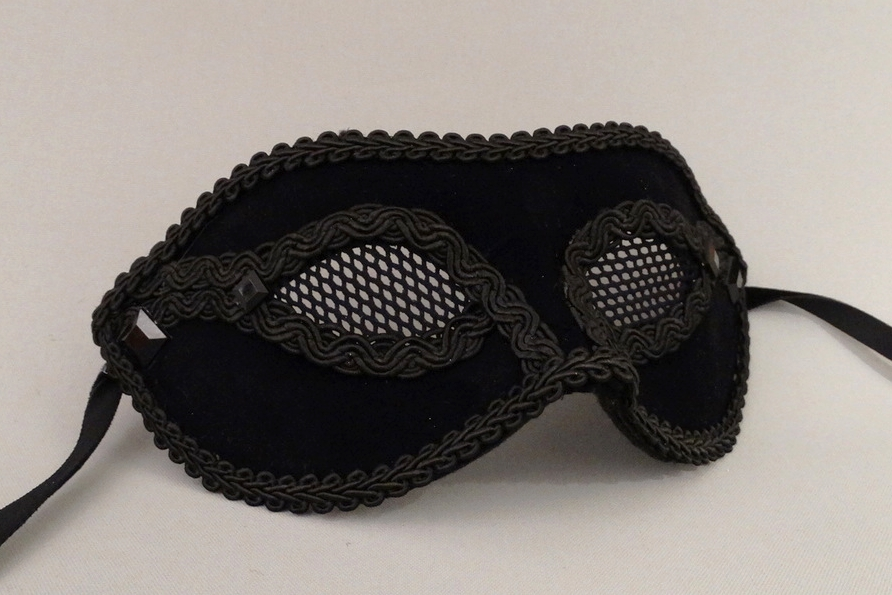 temptation-companion-masquerade-netted-mask.JPG