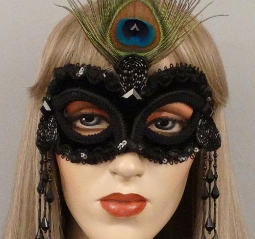 Seduction_masquerade_mask_black_velvet.JPG