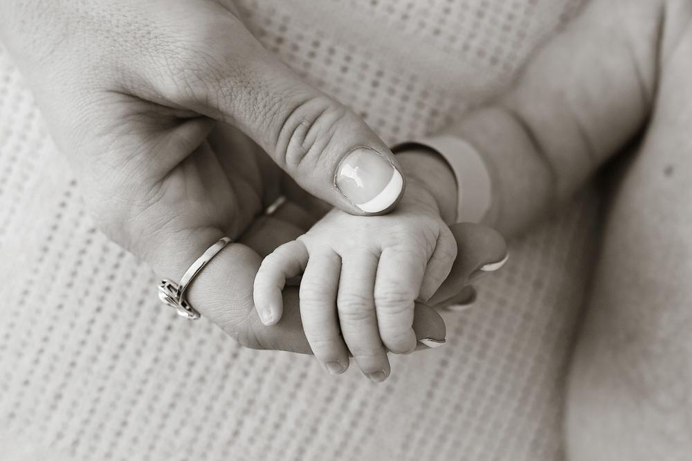 newbornH011.jpg