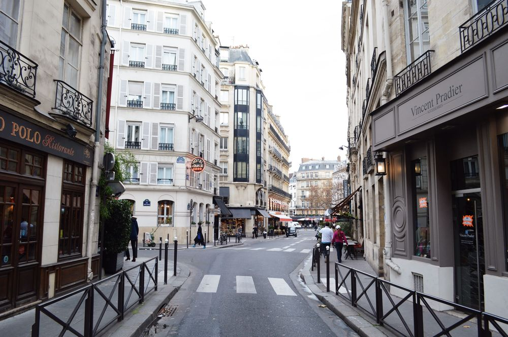 bontraveler.postcards.paris