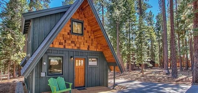 10 cozy lake tahoe cabins to rent this winter bon traveler for Rent lake tahoe cabin