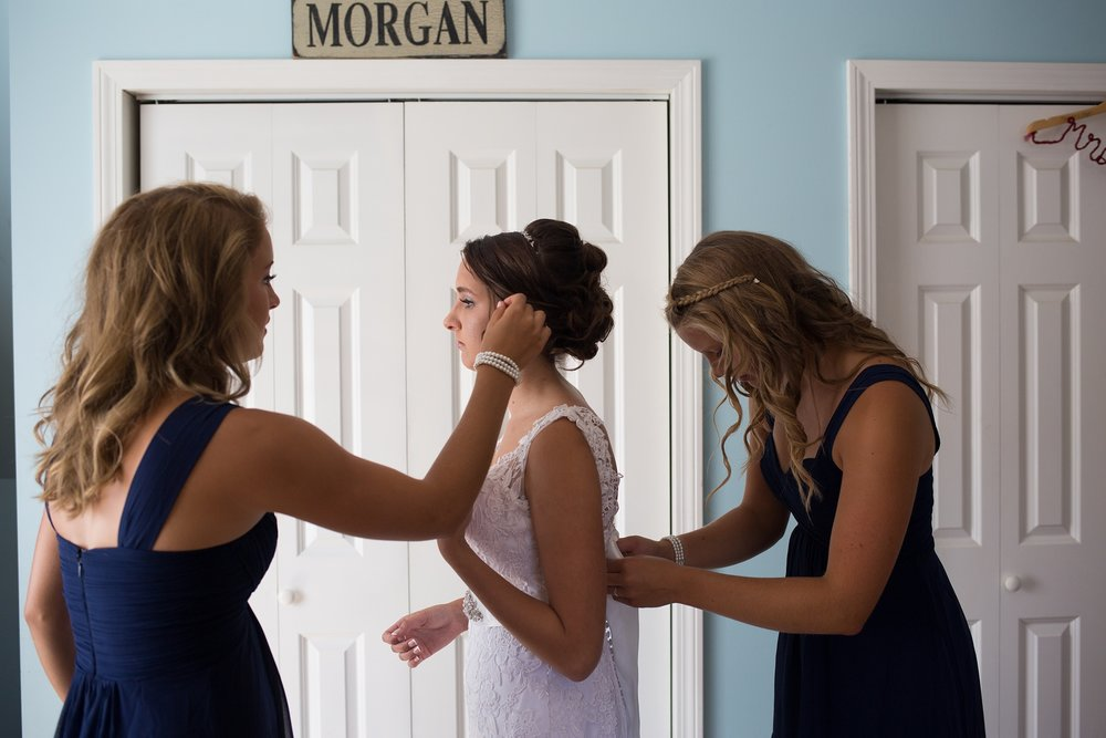 sisters helping bride get ready
