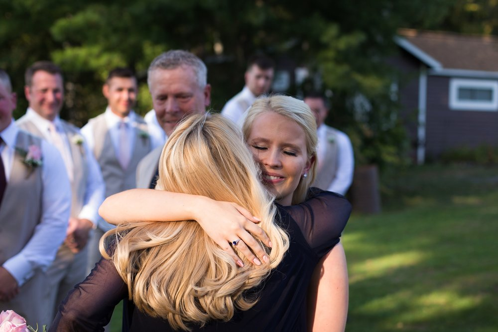 bride hugging mom