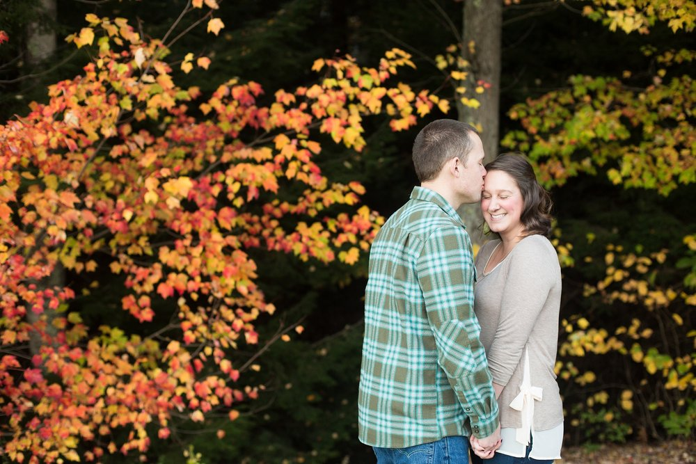 engagement pictures with foliage