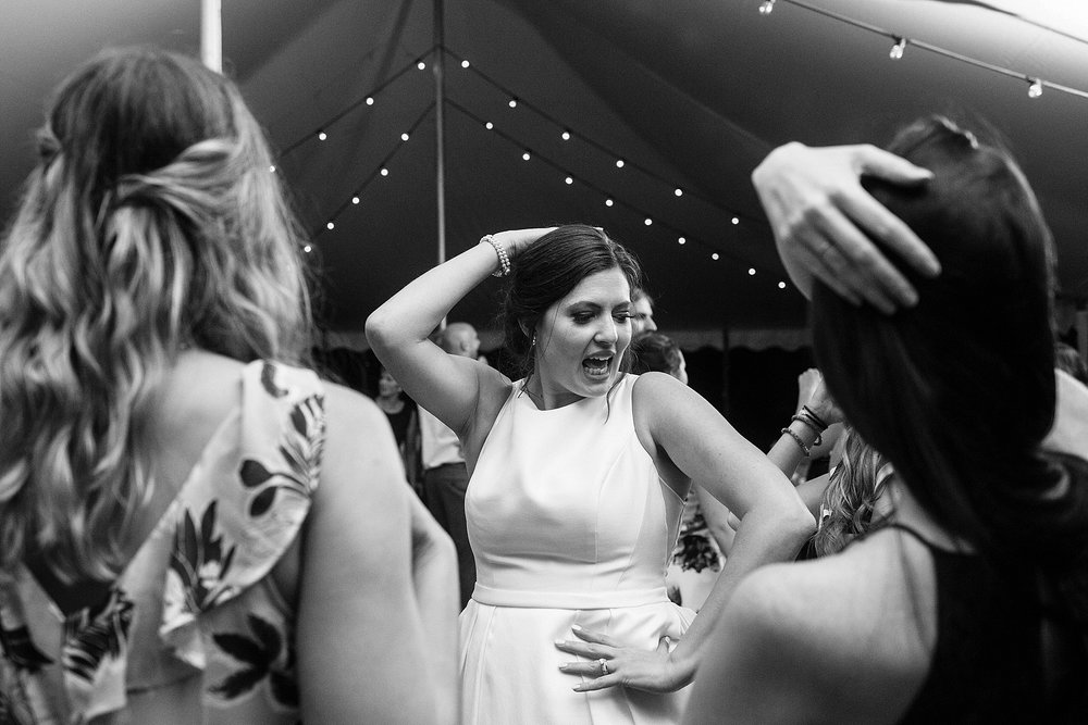 bride dancing to beyonce