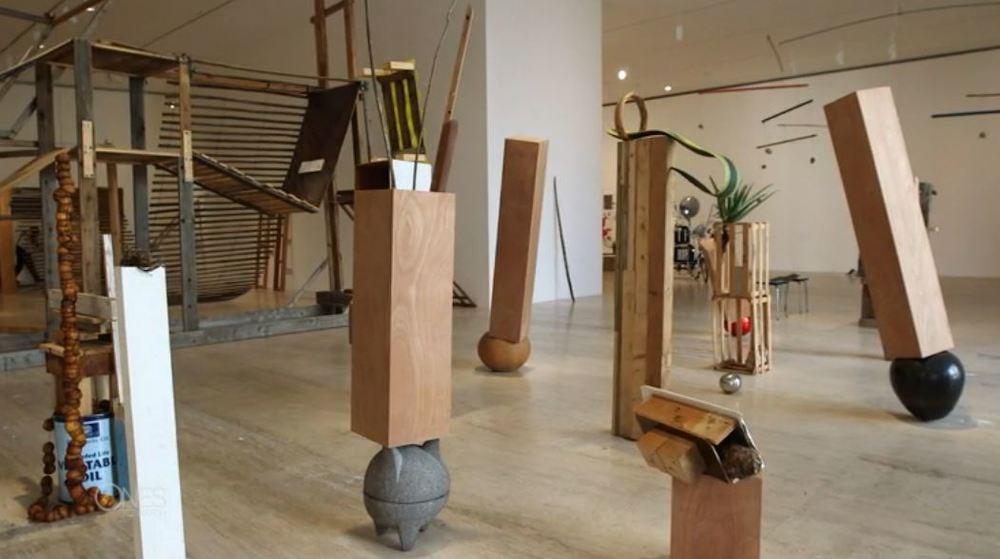 Skulpturen von Abraham Cruzvillegas