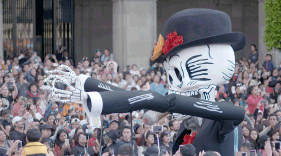 STARKOCH  ENRIQUE OLVERA IN MEXICO   STREETFOOD ZU EHREN DER TOTEN