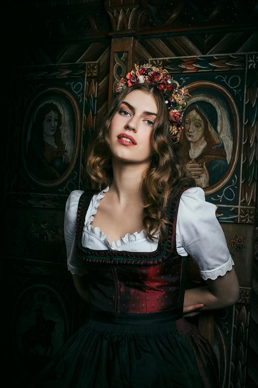 AUFGEDIRNDLT - Lena Hoschek